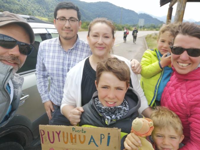 une dame et son fils nous ayant pris en stop de Coyhaique jusqu' à puerto Aisen